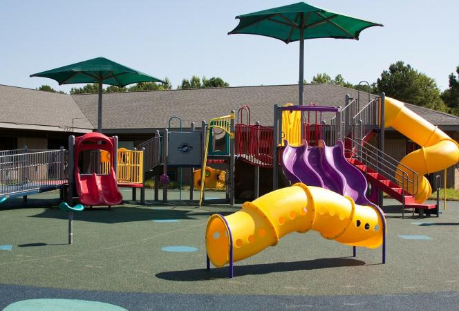 Каким покрытием покрывают детские площадки